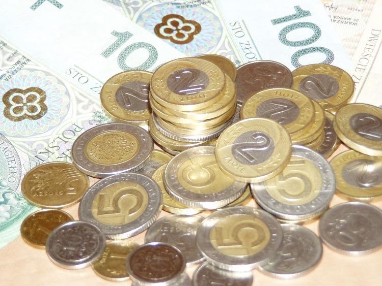Pożyczka bez zaświadczeń jest udzielana przez wiele firm finansowych. Wbrew pozorom nie jest łatwo ją dostać, ponieważ odbywa się tu weryfikacja pożyczkobiorcy w BIK.
