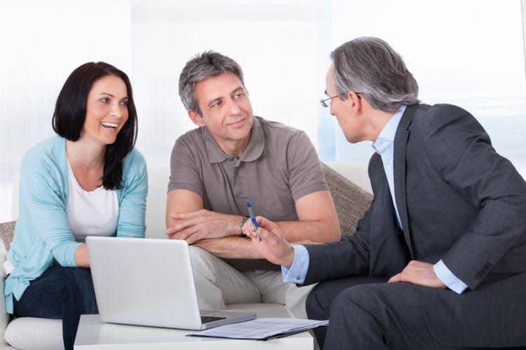 """Sloganem """"szybka pożyczka online"""" starają się nakłonić do swoich usług banki oraz parabanki. Z czego najlepiej skorzystać?"""