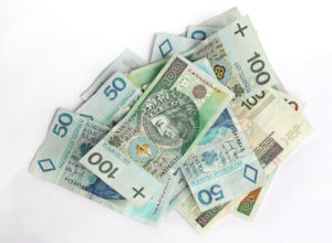 Stos banknotów stuzłotowych