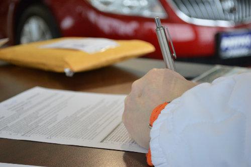 Podpisywanie umowy na pożyczkę