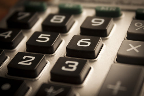 Zbliżenie na przyciski kalkulatora