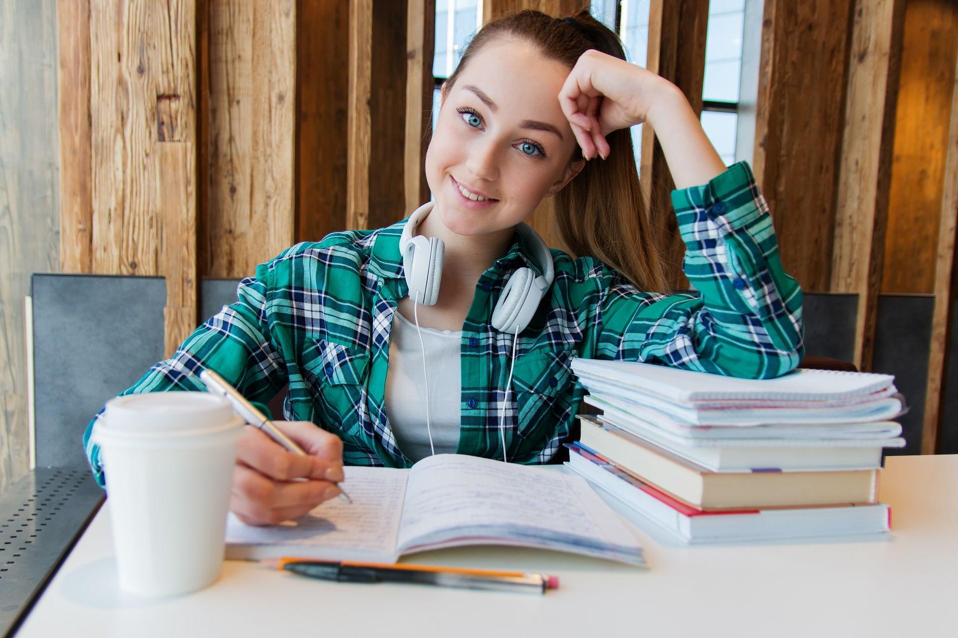 Pożyczki na dowód – dlaczego warto skorzystać z nich przed rozpoczęciem roku szkolnego?